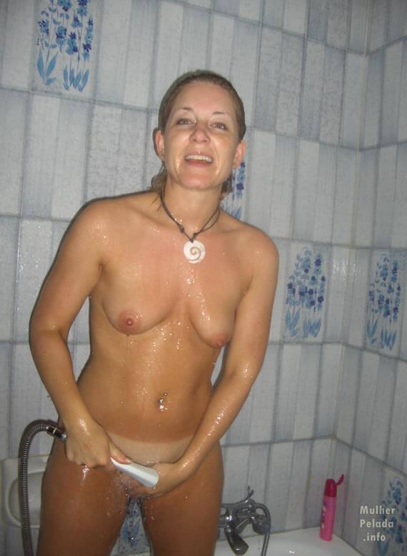 fotos de mulher pelada no banho