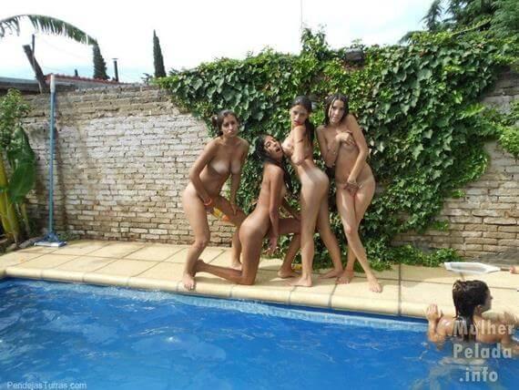 novinhas nuas pulando na piscina