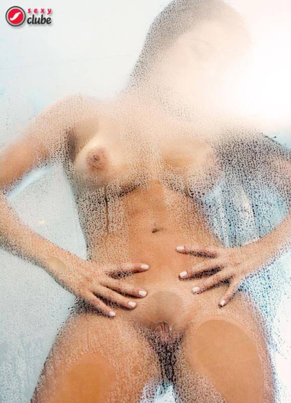 juju maia nua na revista sexy
