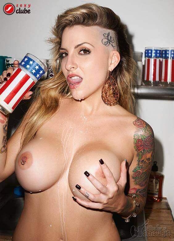 Clara Aguilar nua na revista Sexy