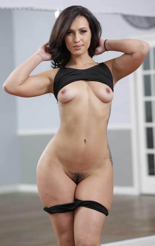 mulher gostosa pelada mostrando tudo