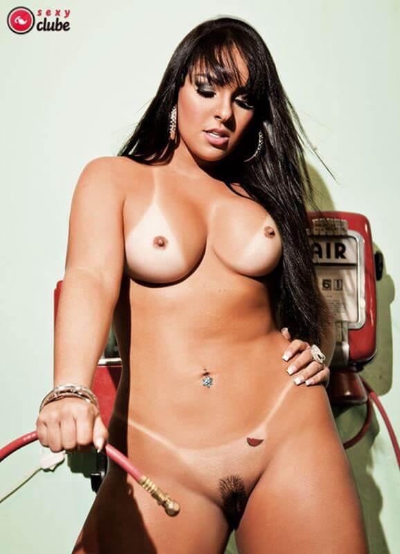 mulher melancia nua na revista sexy mostrando o rabao gostoso