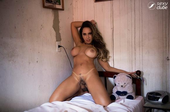 mulher melão nua na revista sexy