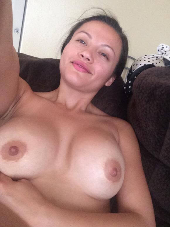mulher pelada mostrando o bucetao gostoso