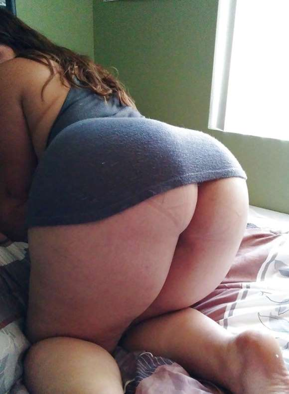 gordinha rabuda mostrando sua bunda gostosa