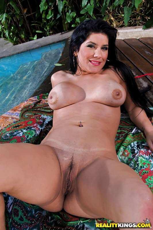 bruna ferraz nua mostrando sua buceta e bunda gostosa