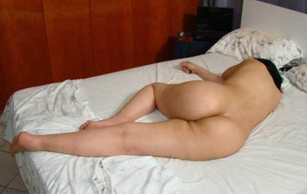 mulher dormindo pelada