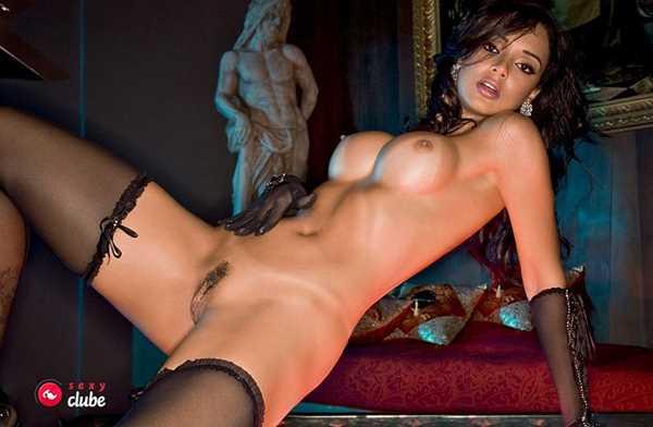 Julia Paes nua na revista Sexy